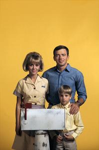 """Mayberry R.F.D."" Arlene Golonka, Ken Berry, Buddy Foster 1968 © 1978 Gene Trindl - Image 14342_0005"