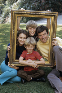 Robert Hogan at home with his wife, Sharon Lynn (Shannon) Harper, and two sons1968© 1978 Gene Trindl - Image 14359_0002