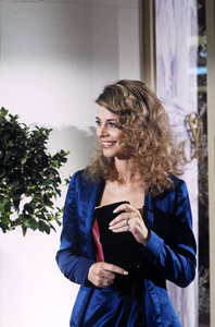 """""""Scruples"""" Lindsay Wagner 1980 © 1980 Gene Trindl - Image 14411_0002"""