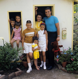 Ed Nelson with wife Patricia Amelia Miller and their children 1964© 1978 Gene Trindl - Image 14485_0005