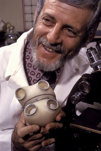 Paul Winchellwith an artificial heart which he helped inventMay 1973 © 1978 Gene Trindl - Image 14495_0002
