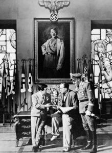 """""""Hangmen Also Die!""""James Wong Howe, director Fritz Lange, Hans Heinrich von Twardowski1943© 1978 Ned Scott Archive - Image 14695_0001"""