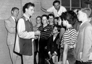 """House I Live In, The""Frank Ross(writer), Sinatra, Mervyn Le Roy (Dir.)1945/RKO - Image 14725_0004"