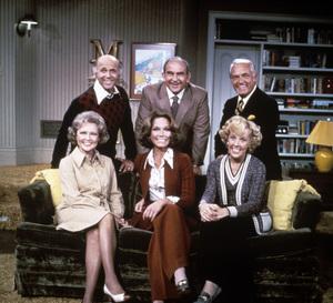 """The Mary Tyler Moore Show""Betty White, Gavin MacLeod, Mary Tyler Moore, Ed Asner, Georgia Engel, Ted Knight1973 - Image 1491_0003"
