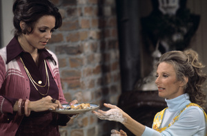 """The Mary Tyler Moore Show""Valerie Harper, Cloris Leachman1972© 1978 Gunther - Image 1491_0013"