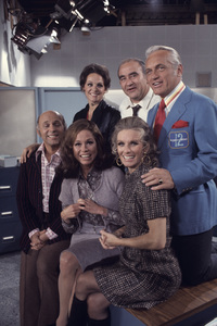 """The Mary Tyler Moore Show"" Gavin MacLeod, Mary Tyler Moore, Cloris Leachman, Valerie Harper, Ed Asner, Ted Knight 1971 © 1978 Gene Trindl"