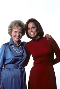 """""""Mary Tyler Moore Show""""Mary Tyler Moore, Betty White1976 © 1978 Ken Whitmore - Image 1491_0047"""