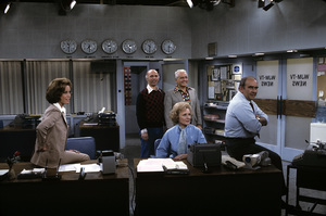 """Mary Tyler Moore Show"" Mary Tyler Moore, Gavin MacLeod, Ted Knight, Betty White, Ed Asner 1970 © 1978 Gene Trindl - Image 1491_0054"
