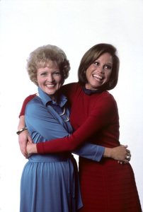 """""""Mary Tyler Moore Show""""Mary Tyler Moore, Betty White1976 © 1978 Ken Whitmore - Image 1491_0059"""