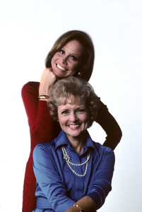 """""""Mary Tyler Moore Show""""Mary Tyler Moore, Betty White1976 © 1978 Ken Whitmore - Image 1491_0060"""