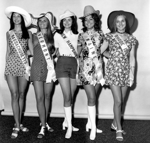 """Pageants: Miss U.S.A.""Five pretty New Englanders smile for the camera after arriving in Florida for the Miss U.S.A. contest.  These girls are: Miss Massachusetts, Miss Vermont, Miss New Hampshire, Miss Maine and Miss Rhode Island1971 - Image 14919_0001"
