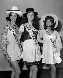 """""""Pageants: Miss U.S.A.""""Miss Connecticut, Miss New York and Miss New Jersey smile for the camera after arriving in Florida for the Miss U.S.A. contest1971 - Image 14919_0003"""