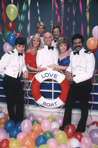 """The Love Boat""Fred Grandy, Pat Klous, Ted McGinley, Gavin MacLeod, Bernie Kopell, Jill Whelan, Ted Lange © 1984 ABC / MPTV - Image 1524_0085"