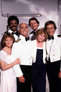 """Love Boat, The""Jill Whelan, Ted Lange, Gavin MacLeod, Fred Grandy, Lauren Tewes, Bernie Kopell © 1981 ABC / MPTV - Image 1524_0086"