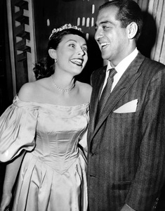 Robert MerrillWith Roberta Peters after announcing their engagement.March 3, 52 - Image 16028_0004