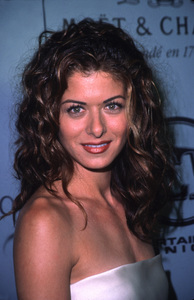 Debra Messing at theEmmy Awards post-party.9/12/99. © 1999 Scott Weiner - Image 16241_0001
