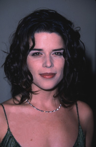 """Drwoning Mona"" Premiere,2/28/2000.Neve Campbell © 2000 Glenn Weiner - Image 16316_0001"