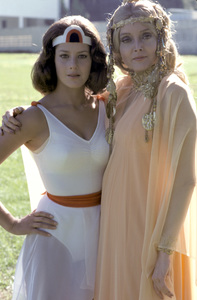 """""""Wonder Woman""""Debra Winger, Carolyn Jones1976** H.L. - Image 1640_0028"""