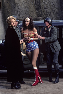 """""""Wonder Woman""""Lynda Day George, Lynda Carter1976** H.L. - Image 1640_0035"""