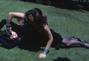 """Wonder Woman"" Lynda Carter, Christine Belford 1976 ** H.L. - Image 1640_0040"