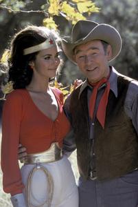 """Wonder Woman""Lynda Carter, Roy Rogers1976** H.L. - Image 1640_0059"