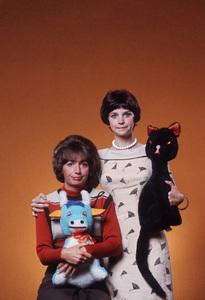 """Laverne & Shirley""Penny Marshall , Cindy Williams ( Booboo Kitty )1976 © 1978 Gene Trindl - Image 1641_0030"