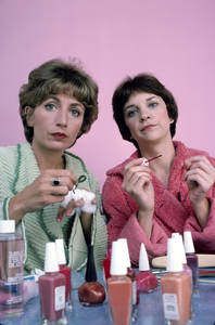 """""""Laverne & Shirley""""Penny Marshall, Cindy Williams1976** H.L. - Image 1641_0041"""