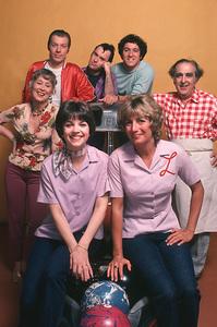 """Laverne & Shirley"" 1978Cindy Williams, Penny Marshall,Betty Garrett, Phil Foster,Michael McKean,David L.Lander,Ediie Mekka**H.L. - Image 1641_0042"