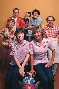 """Laverne & Shirley"" 1978Cindy Williams, Penny Marshall,Betty Garrett, Phil Foster,Michael McKean,David L.Lander,Ediie Mekka**H.L. - Image 1641_0042"