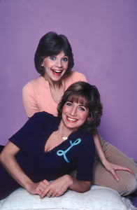 """""""Laverne and Shirley""""Penny Marshall , Cindy Williams1978 ABC**H.L. - Image 1641_0057"""