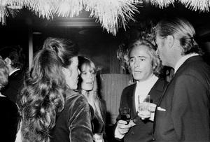 John Wayne PartyJohn Derek, Linda Evans1972 © 1978 Ernest Reshovsky - Image 16529_0001