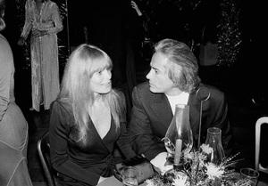 John Wayne PartyJohn Derek, Linda Evans1972 © 1978 Ernest Reshovsky - Image 16529_0003