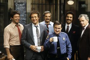 """Barney Miller""Max Gail, Steve Landesberg, Hal Linden, Ron Carey, Ron Glass, James Gregorycirca 1976** H.L. - Image 16530_0042"
