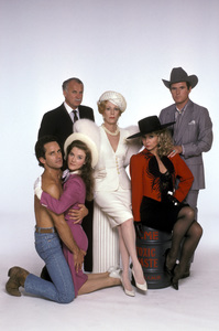 """Fresno""Valerie Mahaffey, Gregory Harrison, Dabney Coleman, Carol Burnett, Charles Grodin, Teri Garr © 1986 Mario Casilli - Image 16548_0003"