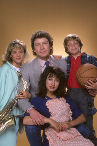 """I Married Dora""Juliette Lewis, Daniel Hugh Kelly, Jason Horst, Elizabeth Pena1987 © 1987 Mario Casilli - Image 16549_0001"
