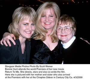 """Return To Me"" Premiere,Bonnie Hunt with mother andsister.  4/3/00. © 2000 Scott Weiner - Image 16680_0103"