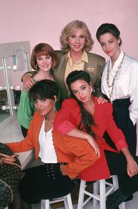 """Living Dolls""Deborah Tucker, Halle Berry, Leah Rimini, Michael Learned, Alison Elliott1989 ABC © 1989 Mario Casilli - Image 16747_0006"