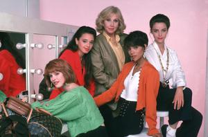 """Living Dolls""Deborah Tucker, Leah Rimini, Michael Learned, Halle Berry, Alison Elliott1989 ABC © 1989 Mario Casilli - Image 16747_0016"