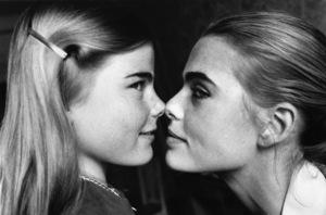 Margaux and Mariel Hemingway 1976 ** I.V. - Image 17060_0013