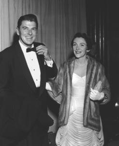 Ronald Reagan with wife Nancy Reagan.Academy Awards: 26th Annual, 1954.**I.V. - Image 17172_0037
