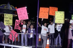 """Bedazzled"" Premiere.Protestors.  10/17/00. © 2000 Glenn Weiner - Image 17264_0004"