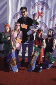Ray Romano with his own kids and kids on the show.Dream Halloween 2000, 10/29/00. © 2000 Glenn Weiner - Image 17275_0017