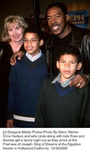 """Ernie Hudson, wife Linda, son Ross & Andrew""""Joseph: King Of Dreams"""" Premiere, 10/30/00. © 2000 Glenn Weiner - Image 17278_0103"""