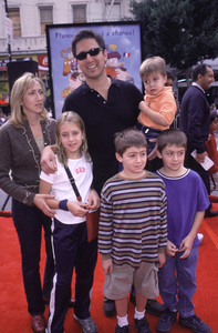 """Ray Romano & Family""""Rugrats In Paris: The Movie"""" Premiere, 11/5/00. © 2000 Scott Weiner - Image 17290_0001"""