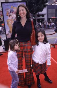 """Mimi Rogers, kids Bella & Lucy""""Rugrats In Paris: The Movie"""" Premiere, 11/5/00. © 2000 Scott Weiner - Image 17290_0005"""