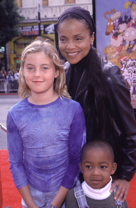 "Victoria Rowell, kids Mya & Casper""Rugrats In Paris: The Movie"" Premiere, 11/5/00. © 2000 Scott Weiner - Image 17290_0008"