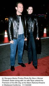 "Christian Slater, wife Ryan""Sixth (6th) Day, The"" Premiere, 11/13/00. © 2000 Glenn Weiner - Image 17311_0105"