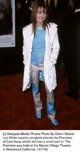 "Lari White""Cast Away"" Premiere, 12/7/00. © 2000 Glenn Weiner - Image 17345_0100"