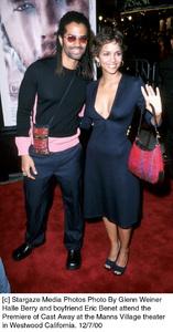 """Eric Benet, Halley Berry""""Cast Away"""" Premiere, 12/7/00. © 2000 Glenn Weiner - Image 17345_0105"""