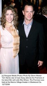 "Tom Hanks, wife Rita Wilson""Cast Away"" Premiere, 12/7/00. © 2000 Glenn Weiner - Image 17345_0108"